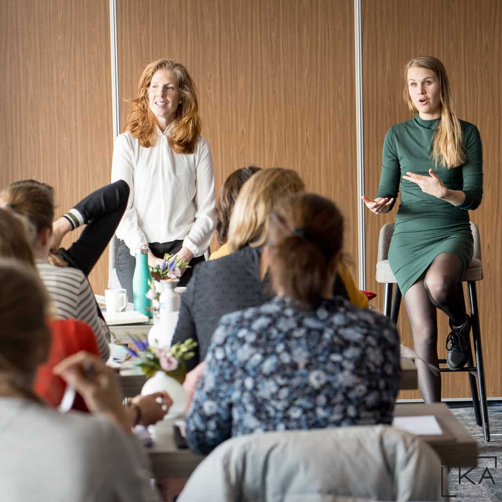 """<b class='programmatitel'> Trainersopleiding Storytelling <br></b><a href=""""https://betterhealthacademy.nl/trainersopleiding/"""" target""""blank""""><i>Lees meer</i></a></br><p class='programmauitleg'> Heb jij de wereld wat te vertellen en wil je graag trainen en lesgeven? Onze trainersopleiding zorgt ervoor dat de zaal aan je lippen hangt! </p>"""